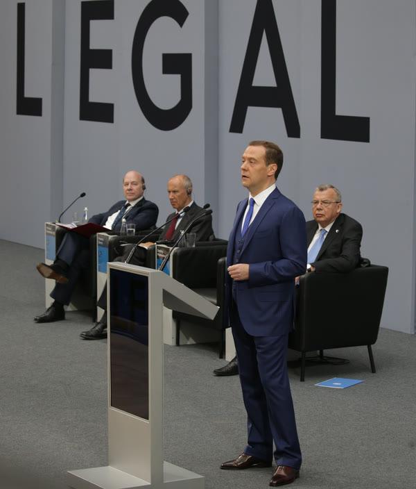 Профессор ВШГУ Е.С. Шугрина выступила на Петербургском международном юридическом форуме